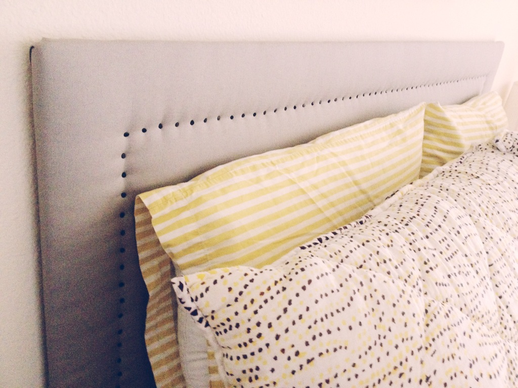 Diy upholstered headboard vivagood for Make a headboard diy